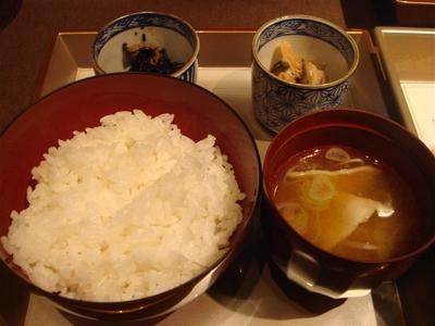 06_ご飯、豚汁、ひじきの煮物、切り干し大根.jpg