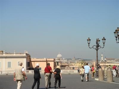 03・クィリナーレ広場からサンピエトロ大聖堂を望む@クィリナーレの丘.jpg