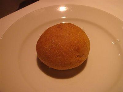 04・自家製と思われるパン.jpg