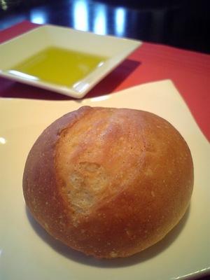 02・自家製パンとオリーブオイル.jpg