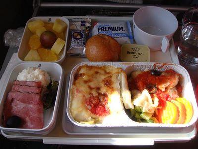 01・アリタリア航空・機内食一食目・夕食・イタリアンを選択.jpg