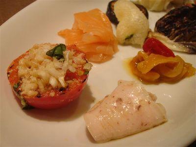 07_トマトのグリル、サーモンのマリネ、パプリカのマリネ、豚肉のロースト・アンチョビソース