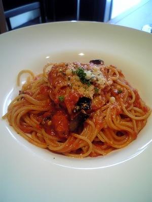 茄子とブラックオリーブのトマトソーススパゲティ